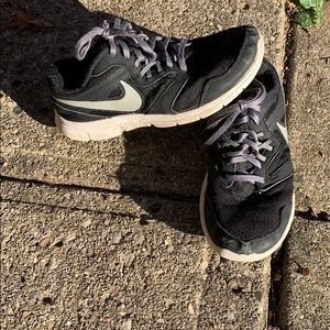 Size 5 Nike boys play shoes lots of life left